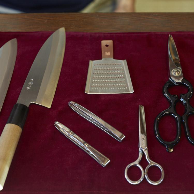 国内外の料理人にも愛される街の小さな刃物店。