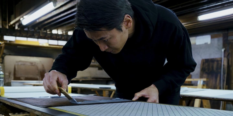 """""""粋""""という日本独特の美を構築してきた江戸小紋を、現代まで手仕事で受け継いできた「廣瀬染工場」。古くから人々に愛され続ける""""極小の美の世界""""とは。"""